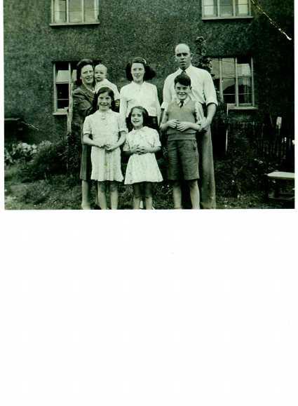 1946-family-photo.jpg