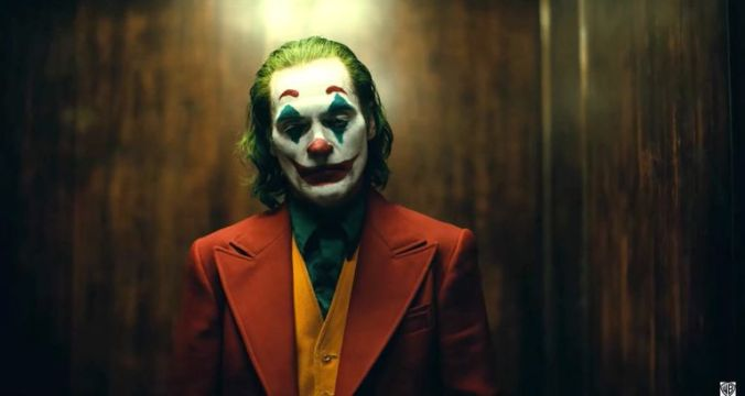 the-joker-joaquin-phoenix-1554298205.jpg